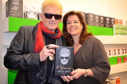 """Geschafft!Heino stellte mit mir als Co-Autorinseine Autobiografie """"Mein Weg""""(erschienen im Lübbe-Verlag)bei der Leipziger Buchmesse vor"""